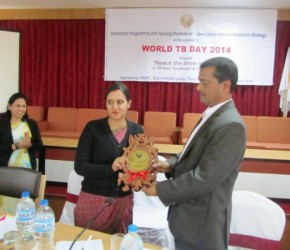 Dr. Kashi Kant Jha, Director, STAC awarding souvenir to participating college